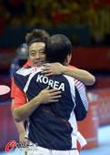奥运图:中国王者之师横扫卫冕 拥抱对手教练