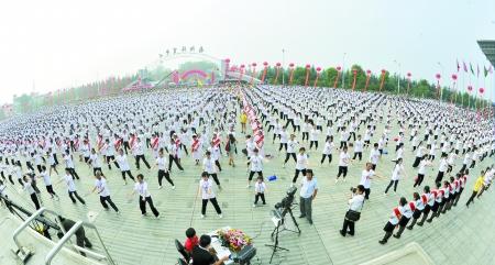 十一万人舞动南阳(图)热气球有啥功能