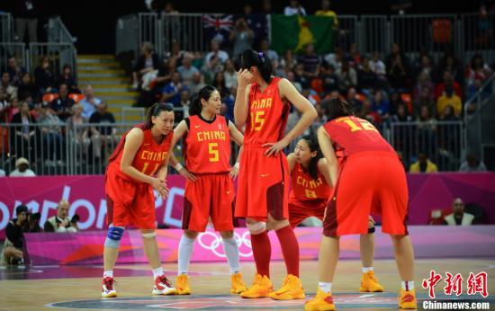 当地时间8月7日,伦敦奥运会中国女篮再度遭遇老对手澳大利亚,最终中国女篮以60比75不敌对手,止步八强。Osports全体育图片社