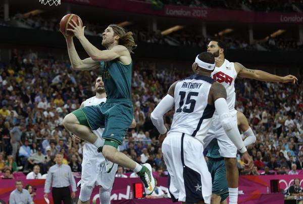 奥运图:美国男篮大胜澳大利亚 突破美国队防守