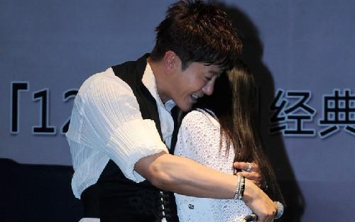 """毛宁杨钰莹亲密拥吻 揭秘""""金童玉女""""风雨路"""