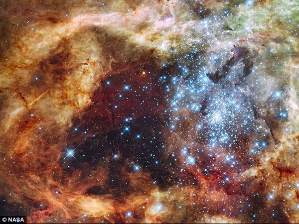 揭晓宇宙最大谜团:超级恒星体积为太阳的300倍