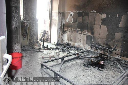 出租屋内女子救助引火灾邻居被烧伤花都齐泄漏校高中煤气魔校草图片