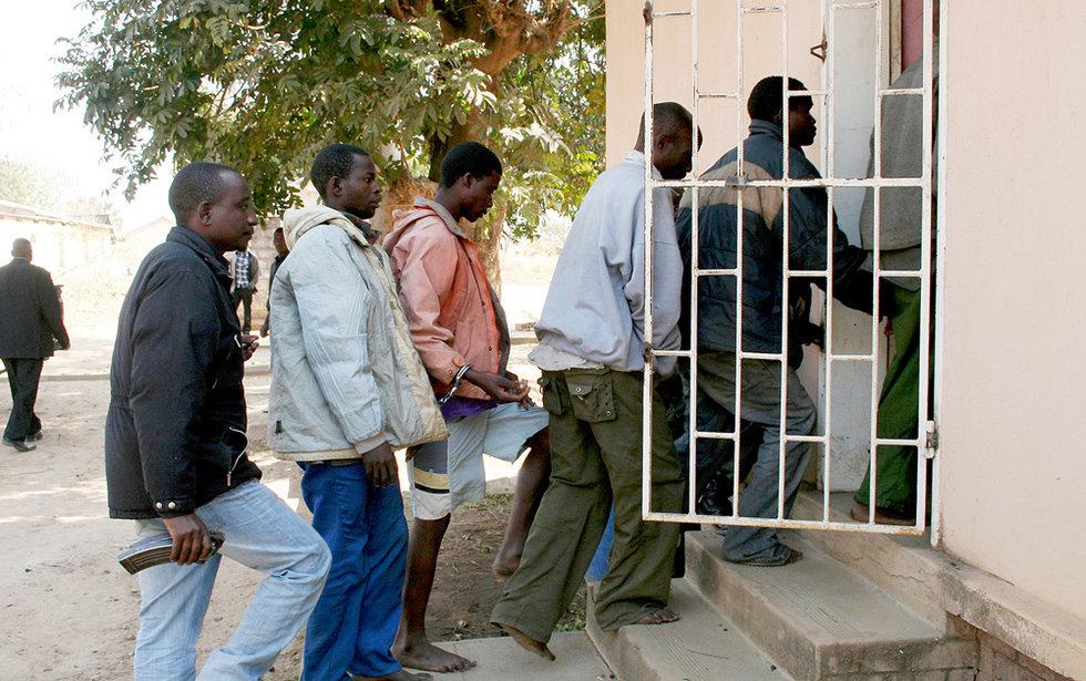 """穆通 中方/赞比亚南部省警方负责人穆通多7日称,""""我们以谋杀罪指控了1人..."""