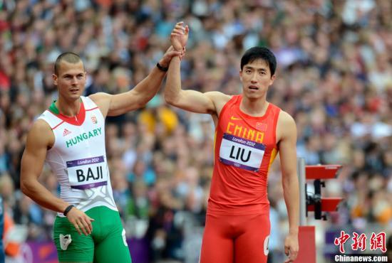 刘翔在 刘翔/当地时间8月7日,伦敦奥运会110米栏预赛中,刘翔在第六小组第...