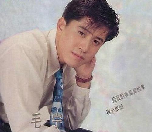 毛宁,1969年出生于沈阳,1993年春节联欢晚会以一首《涛声依旧》而一夜成名。
