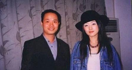 然而就在杨钰莹风头正劲之时,一场震惊全国的绯闻让玉女的形象瞬间跌至谷底,之后杨钰莹的演艺事业也逐渐走向了下坡路。