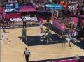 奥运视频-科比飞身送妙传 助攻钱德勒双手暴扣