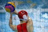 奥运图:中国女子水球险胜 中国门将