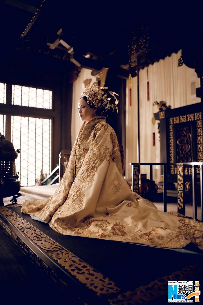由鬼才赵林山首次执导,周润发诠释曹操晚年四面悲歌的电影《铜雀台》终于千呼万唤,订下九月底全国上映。