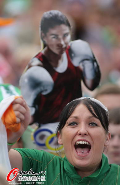 爱尔兰/奥运图:爱尔兰女拳击手夺冠爱尔兰观众激动