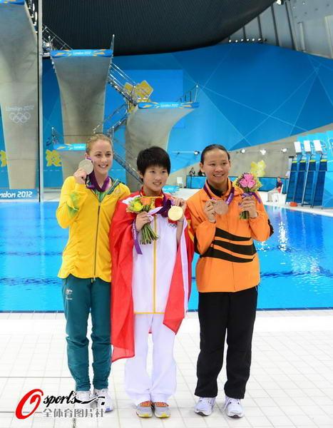 奥运图:陈若琳卫冕露甜美笑容 看我的金牌