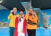 奥运图:陈若琳卫冕露甜美笑容 前三合影
