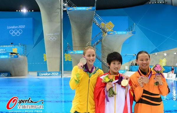 奥运图:陈若琳卫冕露甜美笑容 微笑淡定