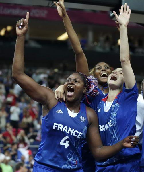 奥运图:法国女篮晋级决赛 法国队员庆祝
