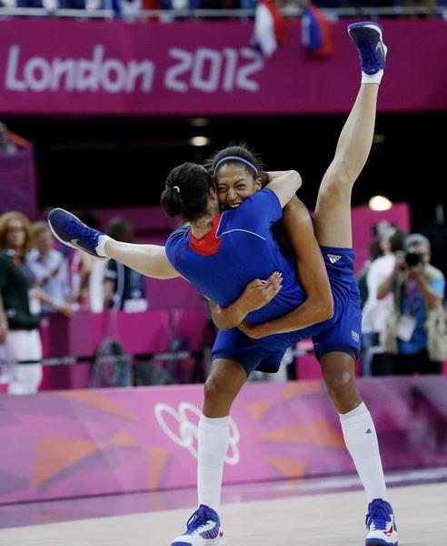 奥运图:法国女篮晋级决赛 激动不已