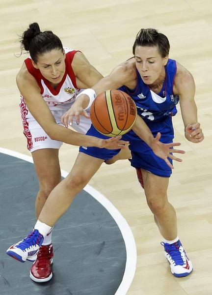 奥运图:法国女篮晋级决赛 每球必争