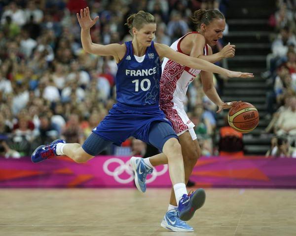 奥运图:法国女篮晋级决赛 前场逼抢