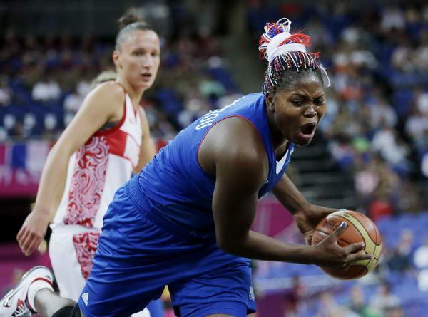 奥运图:法国女篮晋级决赛 突破