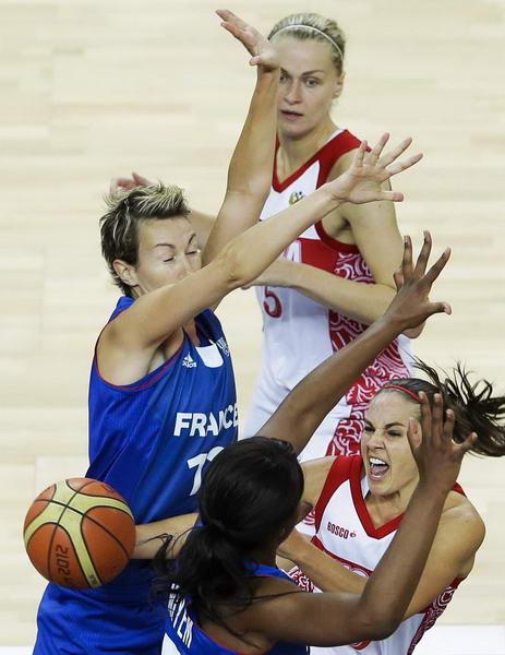 奥运图:法国女篮晋级决赛 突破妙传