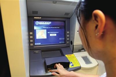 去工行的自动取款机步骤有几个中学?函数取钱教程图片