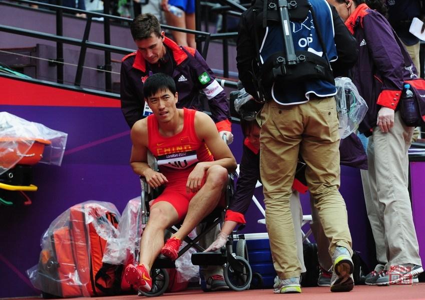 刘翔在伦敦奥运会上摔倒