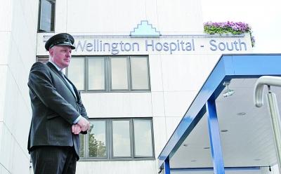 惠灵顿医院安保森严。