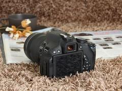 图为:佳能单反相机650D