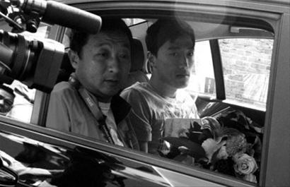 刘翔乘车抵达医院