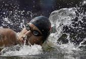 奥运图:突尼斯游泳马拉松夺冠 迈卢利在比赛中