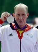 奥运图:突尼斯游泳马拉松夺冠 展示银牌