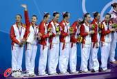 奥运图:花游中国姑娘摘银 中国姑娘颁奖图