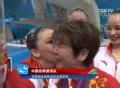 奥运视频-花游教练喜笑颜开 为姑娘一一带奖牌