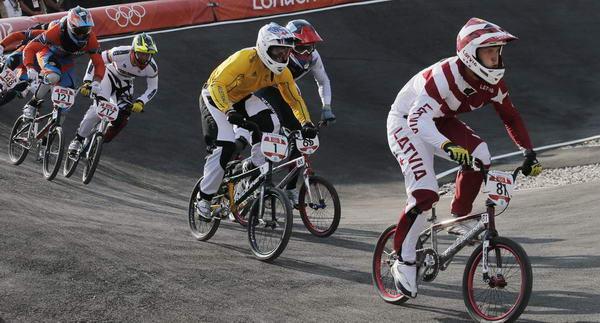 奥运图:拉脱维亚选手小轮车摘金 激烈争夺