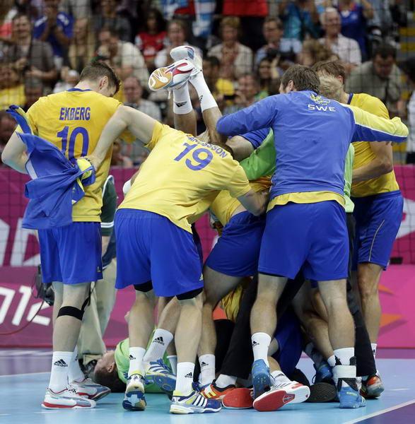 奥运 手球/奥运图:瑞典险胜进男子手球决赛兴奋获得胜利