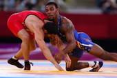 奥运图:摔跤74公斤美国名将夺金 压制对方