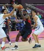 奥运图:美国男篮大胜阿根廷 詹姆斯突破