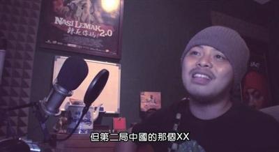 一位叫黄侔的马来西亚歌手创作了一首歌曲,在歌词里表达了对李宗伟的尊敬,同时用辱骂林丹的字眼来发泄愤懑。李宗伟在得知后向林丹和中国球迷道歉。