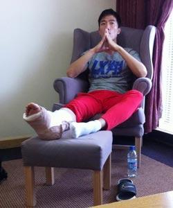 央视报道刘翔手术摆乌龙 受伤右脚竟变左脚(图)