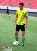 图文:北京国安赛前适应场地 球员准备踢球