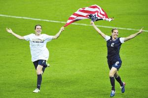 """5届4金!在2012年伦敦奥运会中,美国女足再次证明了她们在女足世界""""巨无霸""""的地位。自从1996年奥运会设立女足项目以来,美国女足包揽了近5届的4枚金牌。"""