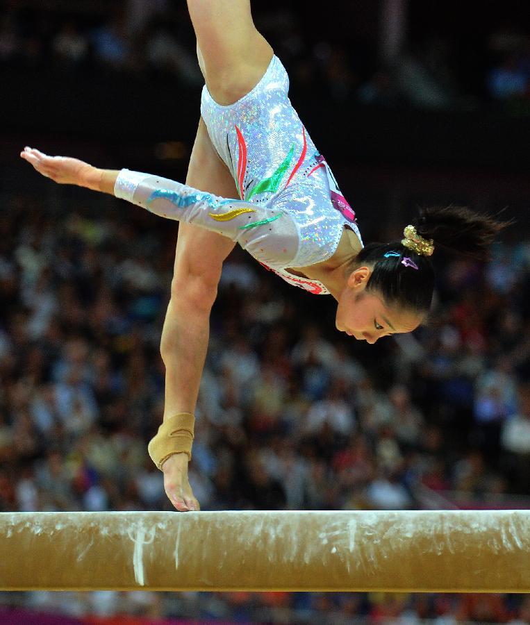 8月7日,在伦敦奥运会体操女子平衡木决赛中,中国选手邓琳琳以15.
