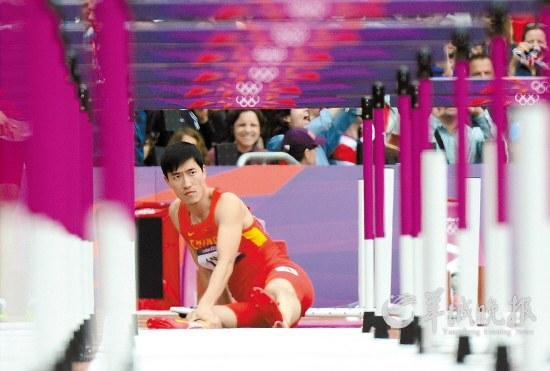 近来有消息称,是教练孙海平让刘翔将八步改七步,导致刘翔受伤的。但刘翔爸爸刘学根透露,八改七实际上是刘翔自己提出来的。