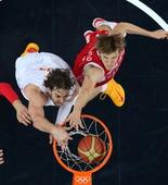 奥运图:西班牙队晋级男篮决赛 加索尔上篮