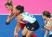 奥运图:女曲决赛血染赛场 卡罗内脸部受伤