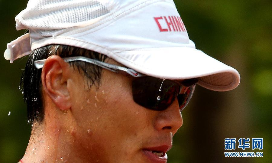 8月11日,中国选手司天峰在比赛中。