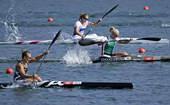 奥运图:女单皮艇新西兰夺冠 划桨前行