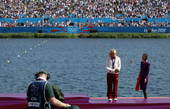 奥运图:女单皮艇新西兰夺冠 一个人的领奖台