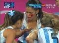 奥运视频-瑟克瑞恩抢球反被抡头 血流不止离场