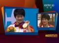 奥运视频-《奥运风云会》 主持人送陈若琳礼物